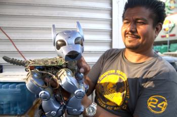 robot3 Robots hechos con materiales reciclados.