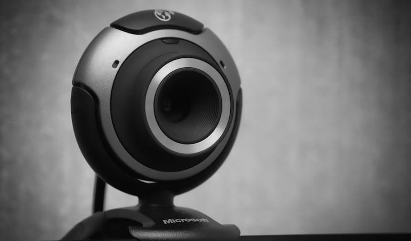El director del FBI recomienza tapar la webcam