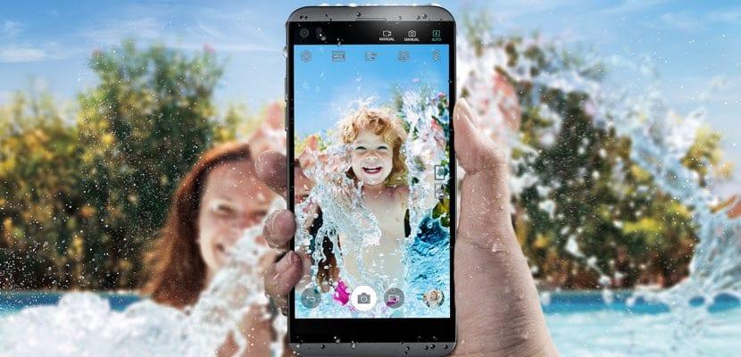 LG Q8 es resistente al agua