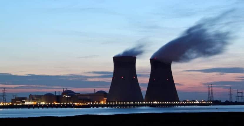 planta de fisión nuclear
