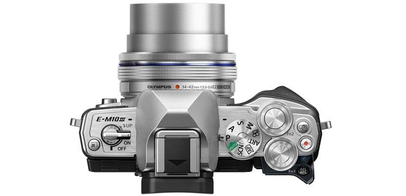 Vista superior de la Olympus OM-D E-M10 Mark III