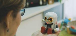 Robot de compañía Toyota Kirobo mini