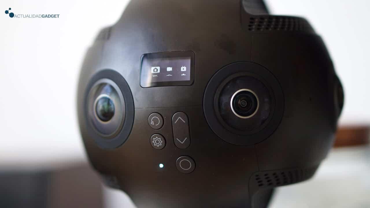 Pantalla y botonera de la Insta360 Pro