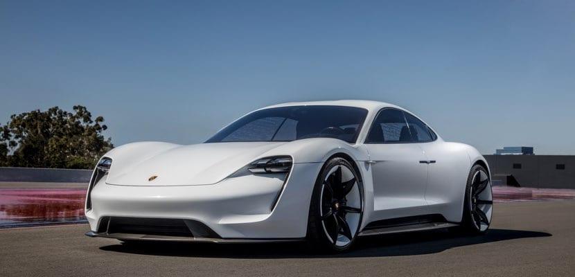 Porsche Taycan frente