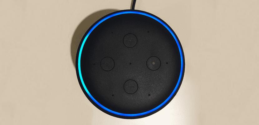 Botones y aro luminoso del Amazon Echo Plus